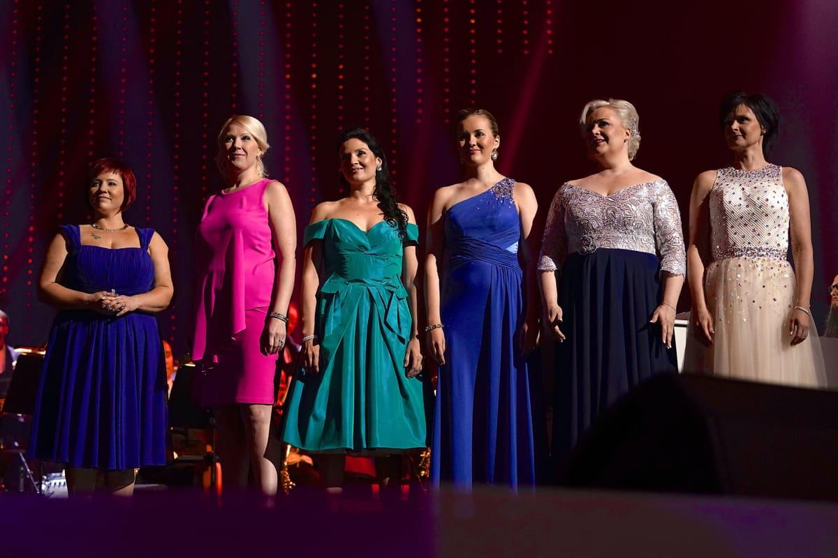 Finalistit Hanna Hirvonen, Sari Hellsten, Ailamari Vehviläinen, Aino Niemi, Sini Ikävalko ja Mia Leivo Tangomarkkinoiden kuningatarfinaalien kenraaliharjoituksissa  6. heinäkuuta 2017.