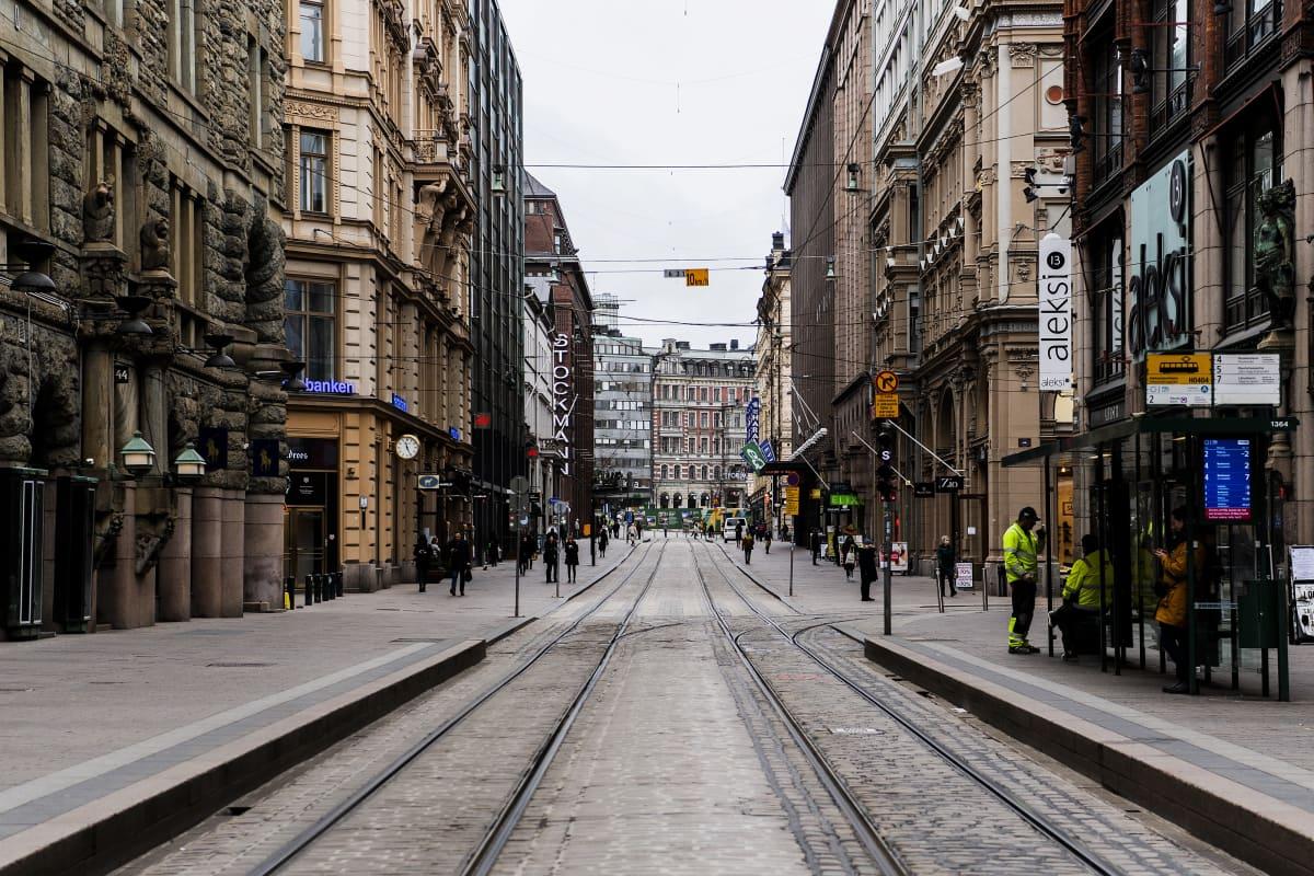 Kuvassa on Aleksanterinkatu Helsingissä.