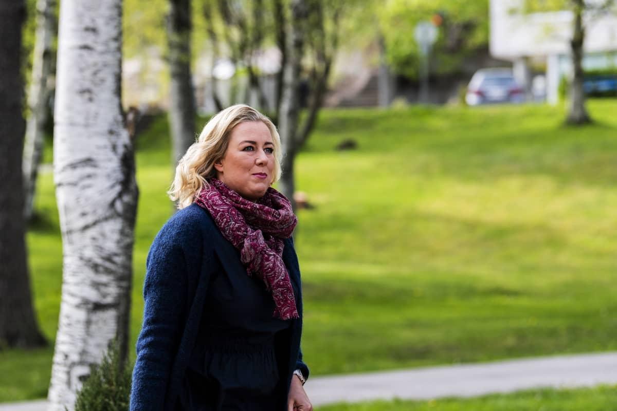 Kuvassa on Jutta Urpilainen.