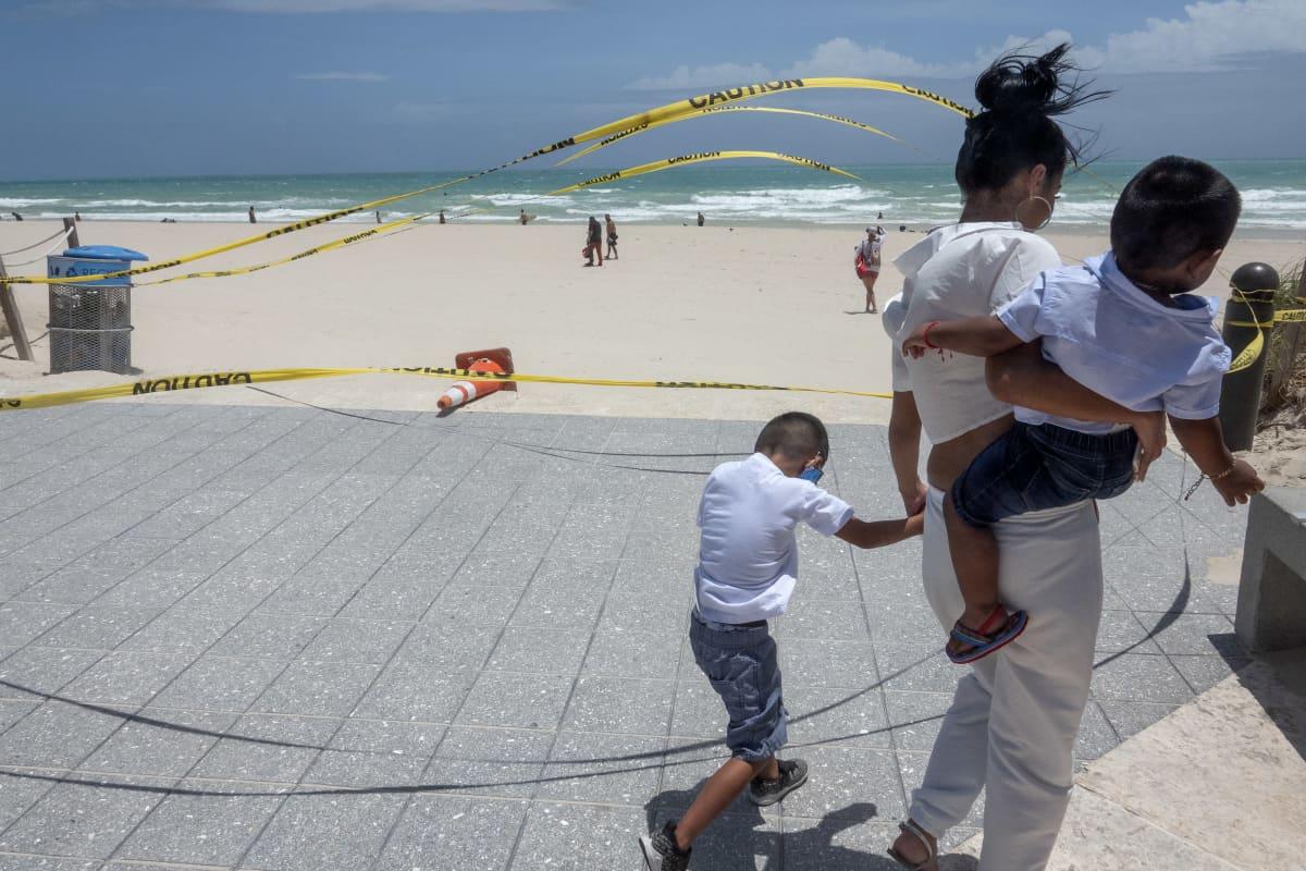 Miami Beachin ranta on suljettu Floridassa.