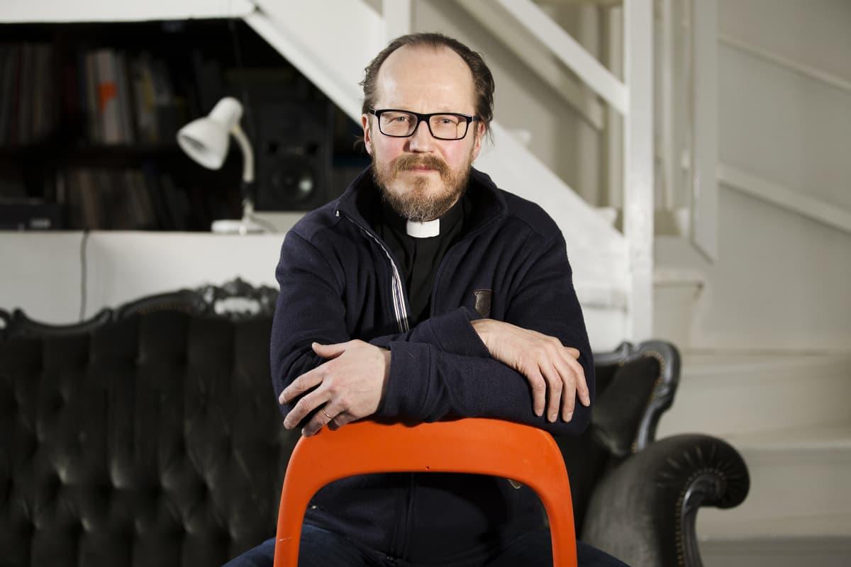 Pappi Kai Sadinmaa.