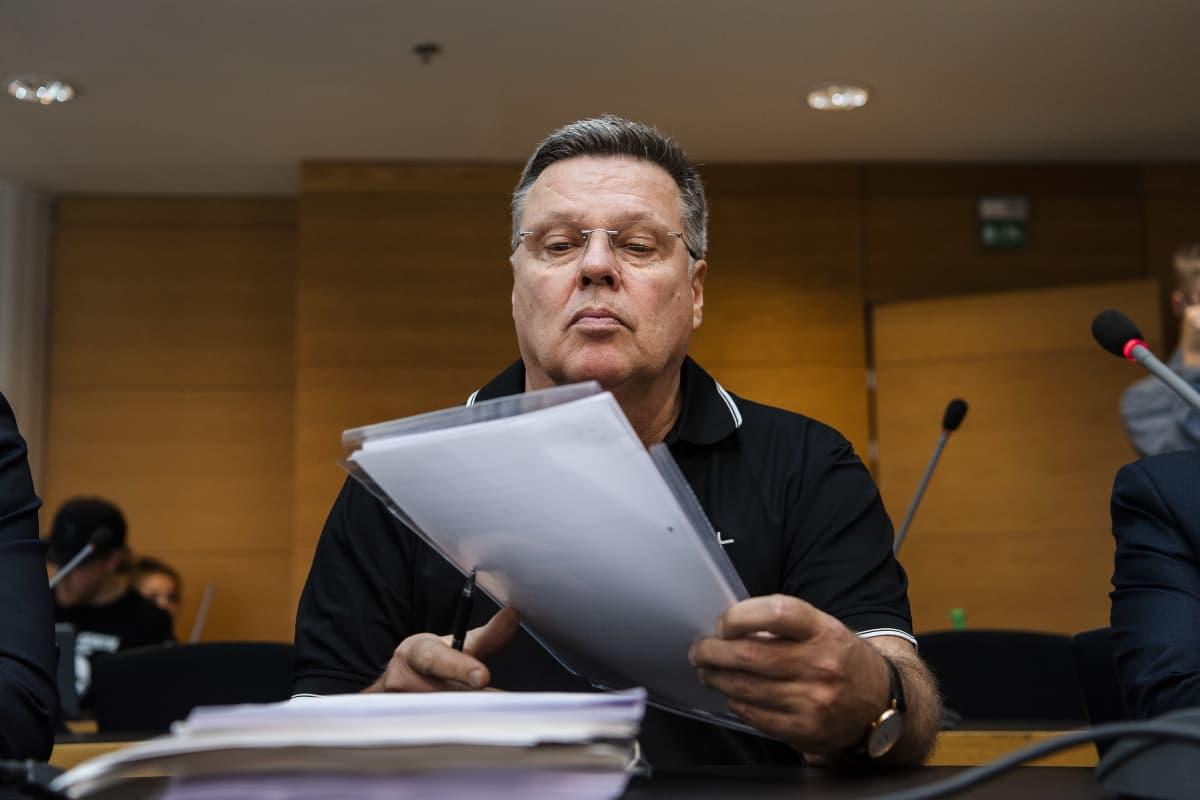Kuvassa on Jari Aarnio Helsingin käräjäoikeudessa syyskuun alussa 2020.
