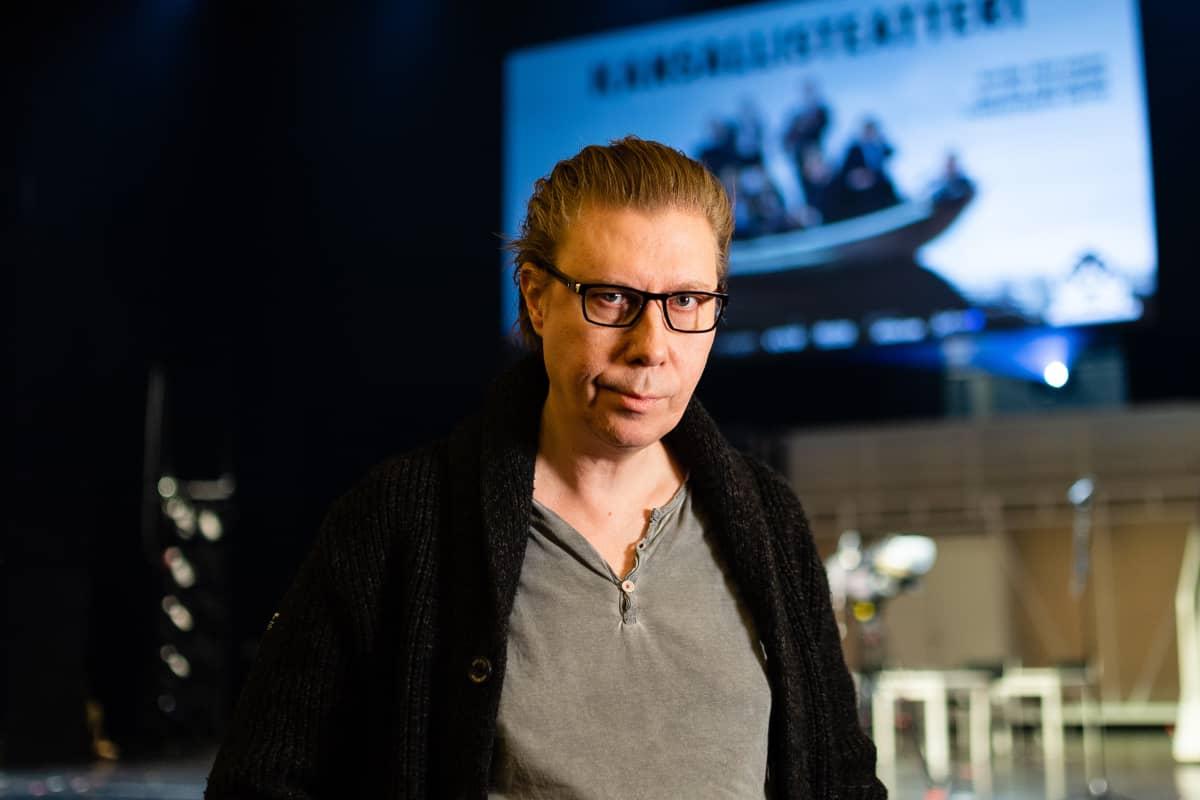 Yhdestoista hetki näytelmän ohjaaja Esa Leskinen