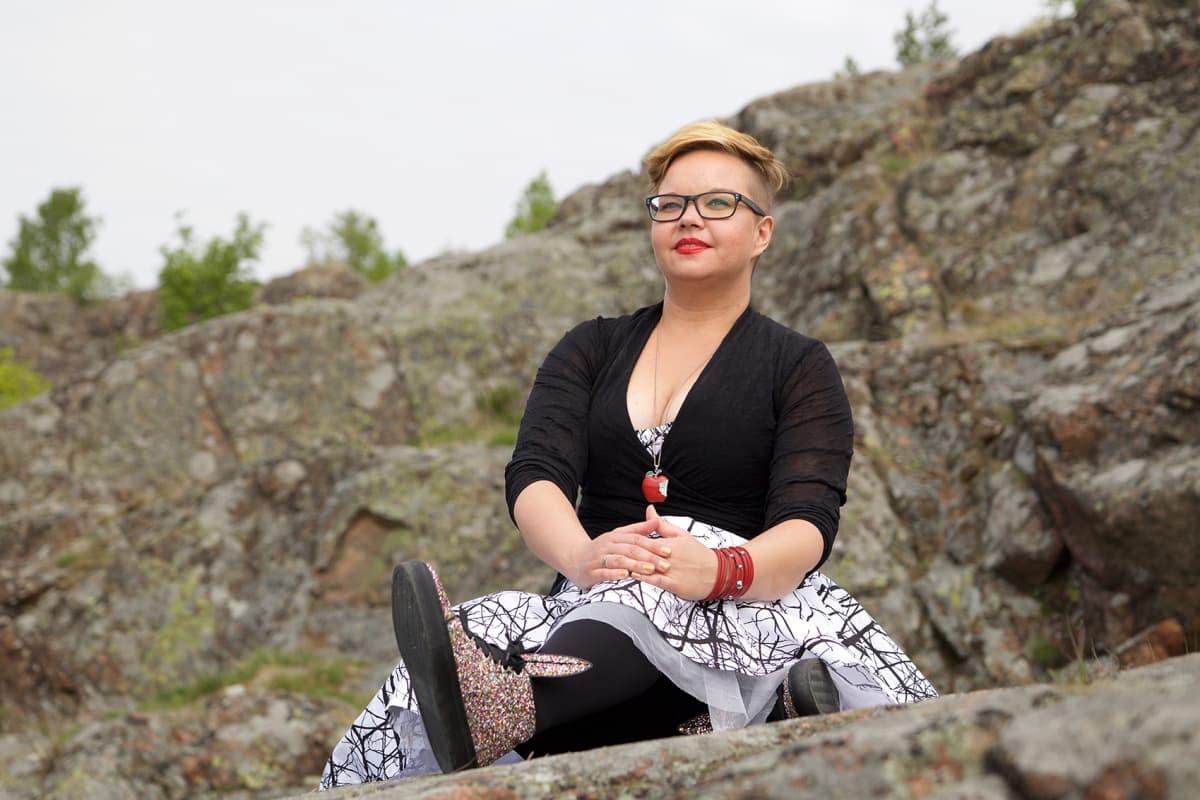 Kirjailija Salla Simukka