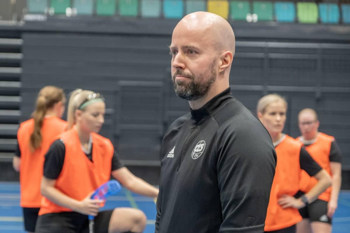 TPS:n naisten salibandyjoukkueen valmentaja Mika Puska