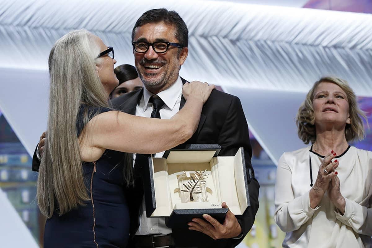 Ohjaaja Nuri Bilge Ceylan otti vastaan Kultaisen palmun -palkinnon Cannesissa 24. toukokuuta.