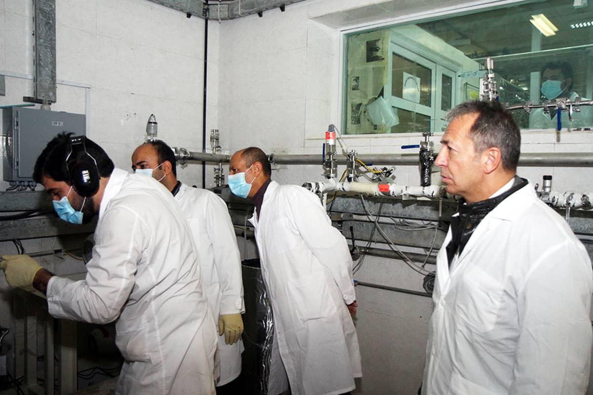 IAEA:n työntekijät tarkastivat Natanzin uraanirikastamon prosessia Iranissa 20. tammikuuta 2014.