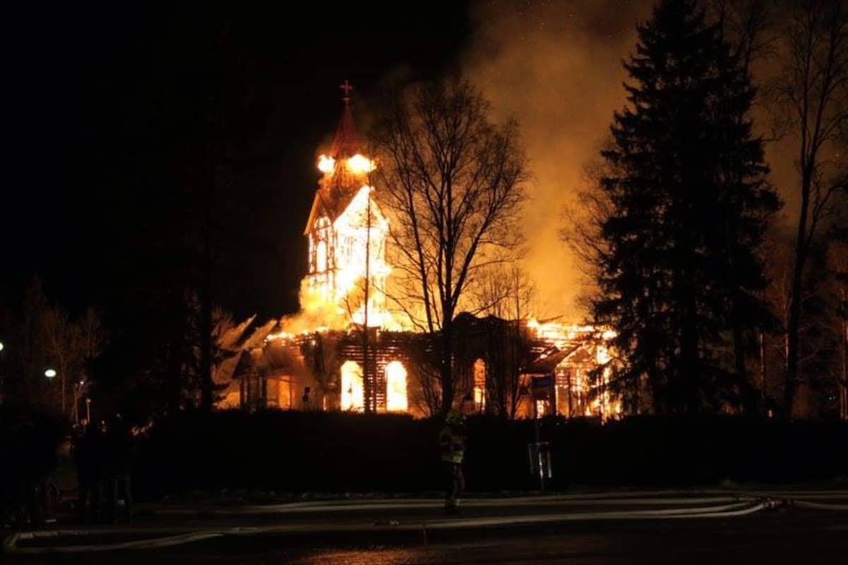 Ylivieskan kirkko paloi  26.3.