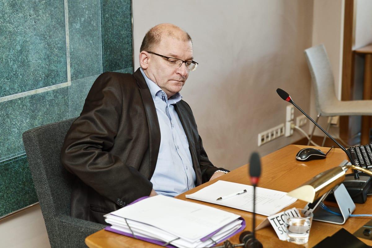 Teollisuusliitto sinetöi 3,2 prosentin palkankorotuksen – Petteri Orpo kiittää sopimuksesta ...