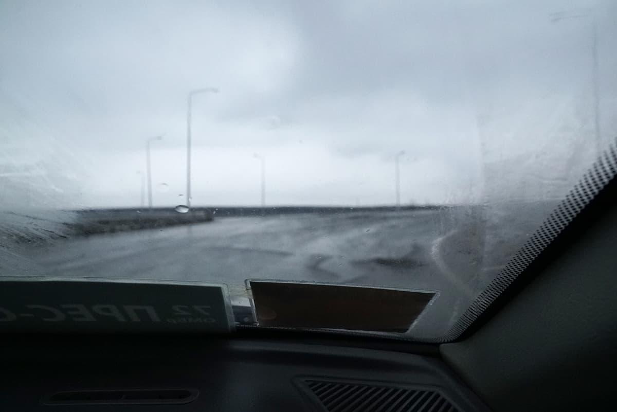 Vanhassa henkilöautossa matkalla rintamalle. Itä-Ukraina: