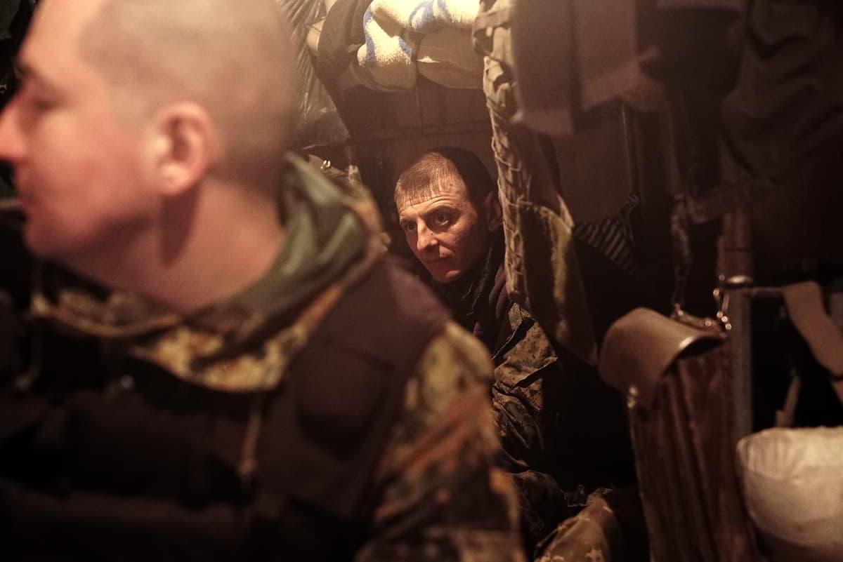 Poterossa Itä-Ukrainan etulinjassa Ukrainan armeija valmistautuu.