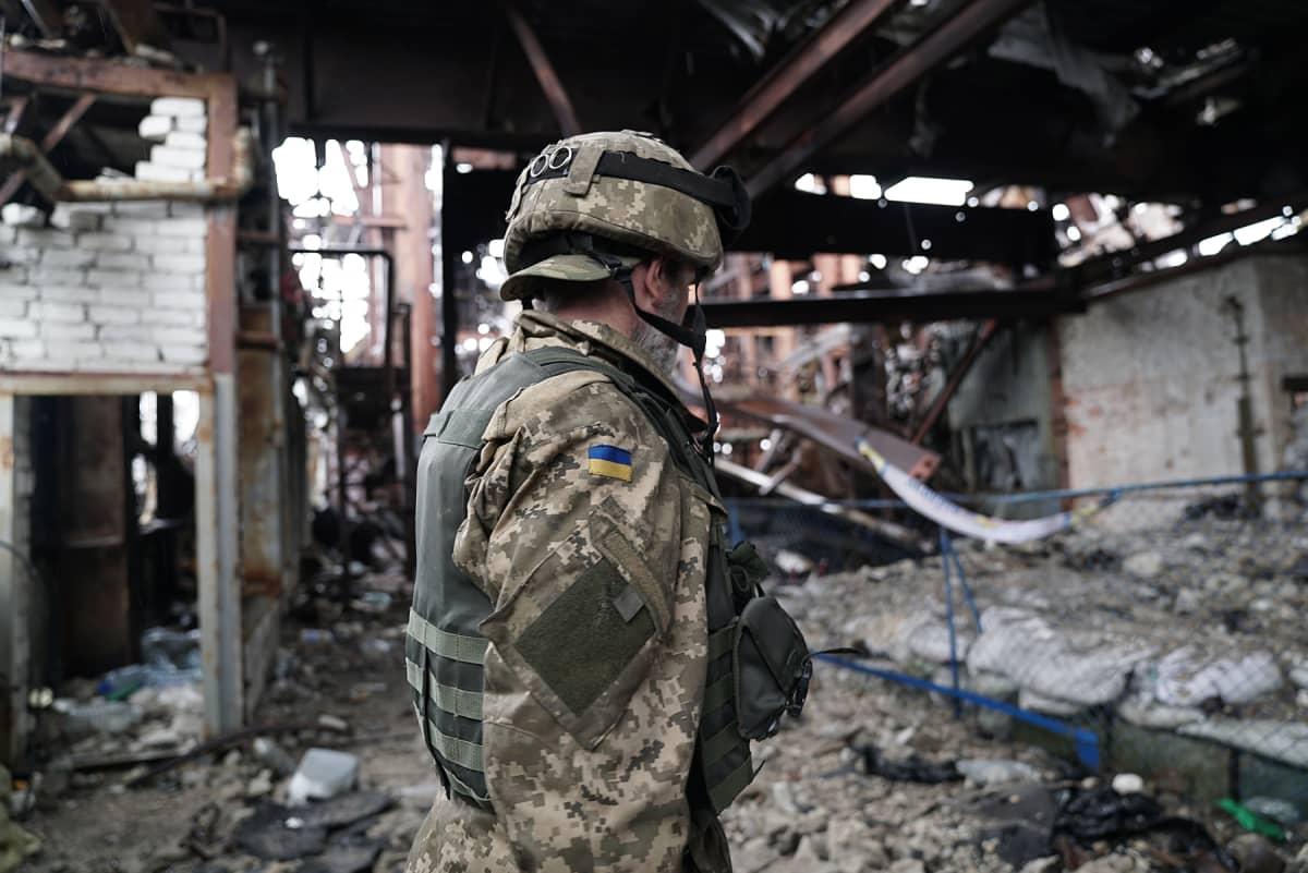 Itä-Ukrainan etulinjassa käydään eräänlaista kaupunkisotaa hylätyissä teollisuusrakennuksissa.