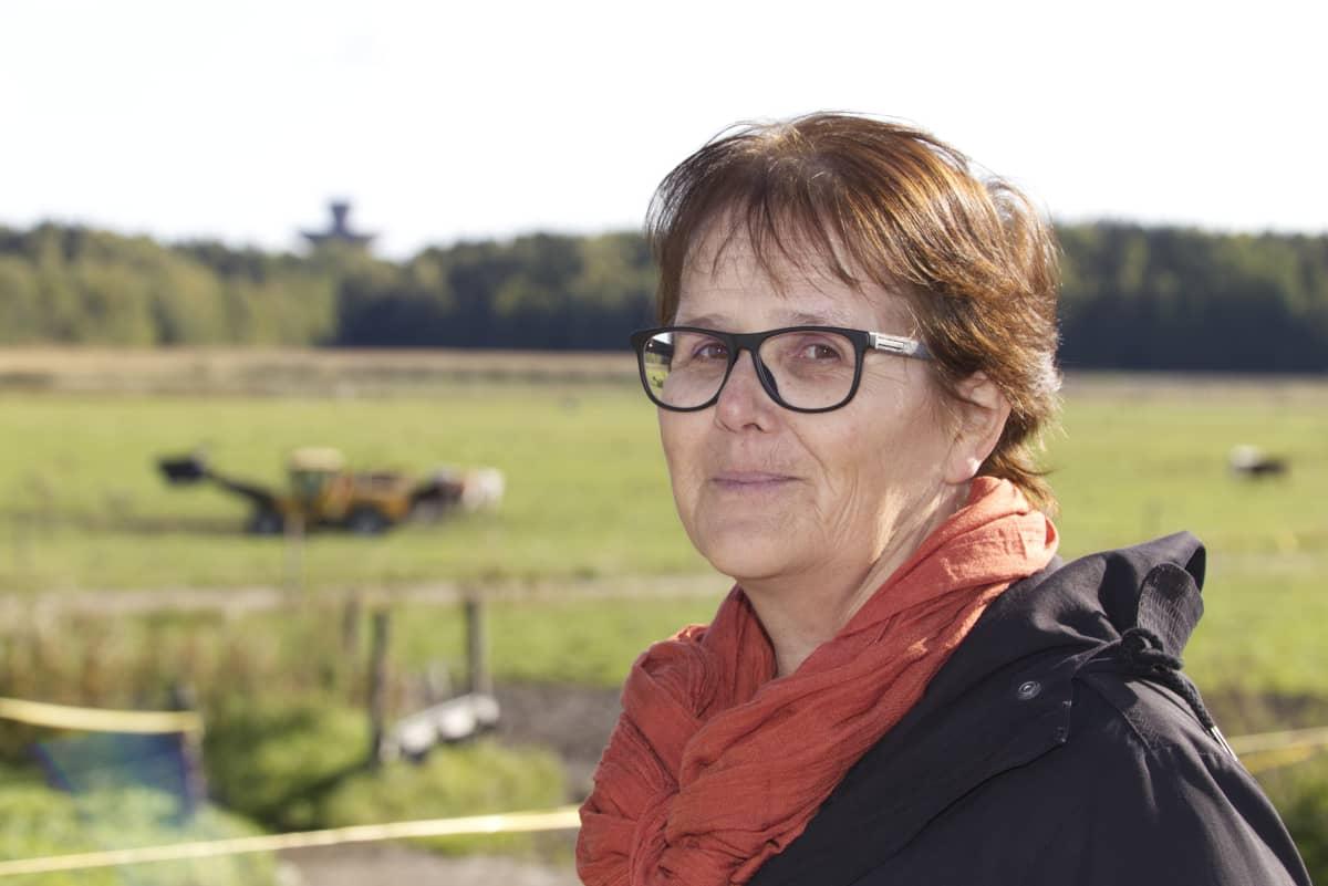 Professori Laura Alakukku puolilähikuvassa.