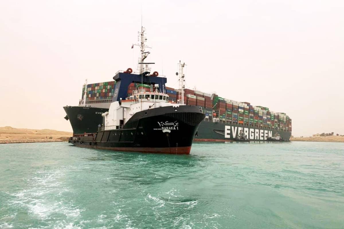 Ever Given -konttialus Suezin kanavassa.