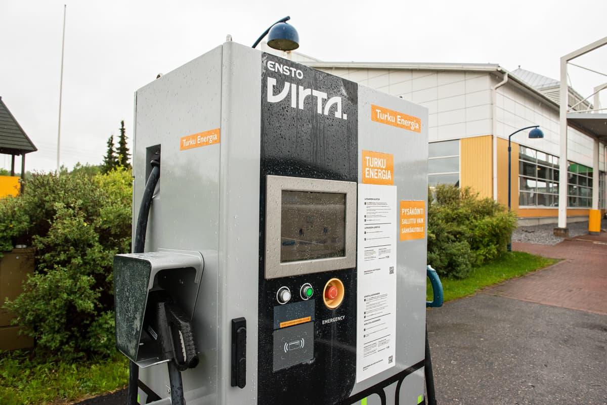Ensto virta pikalatauspiste, latauspiste, Turku Energia.