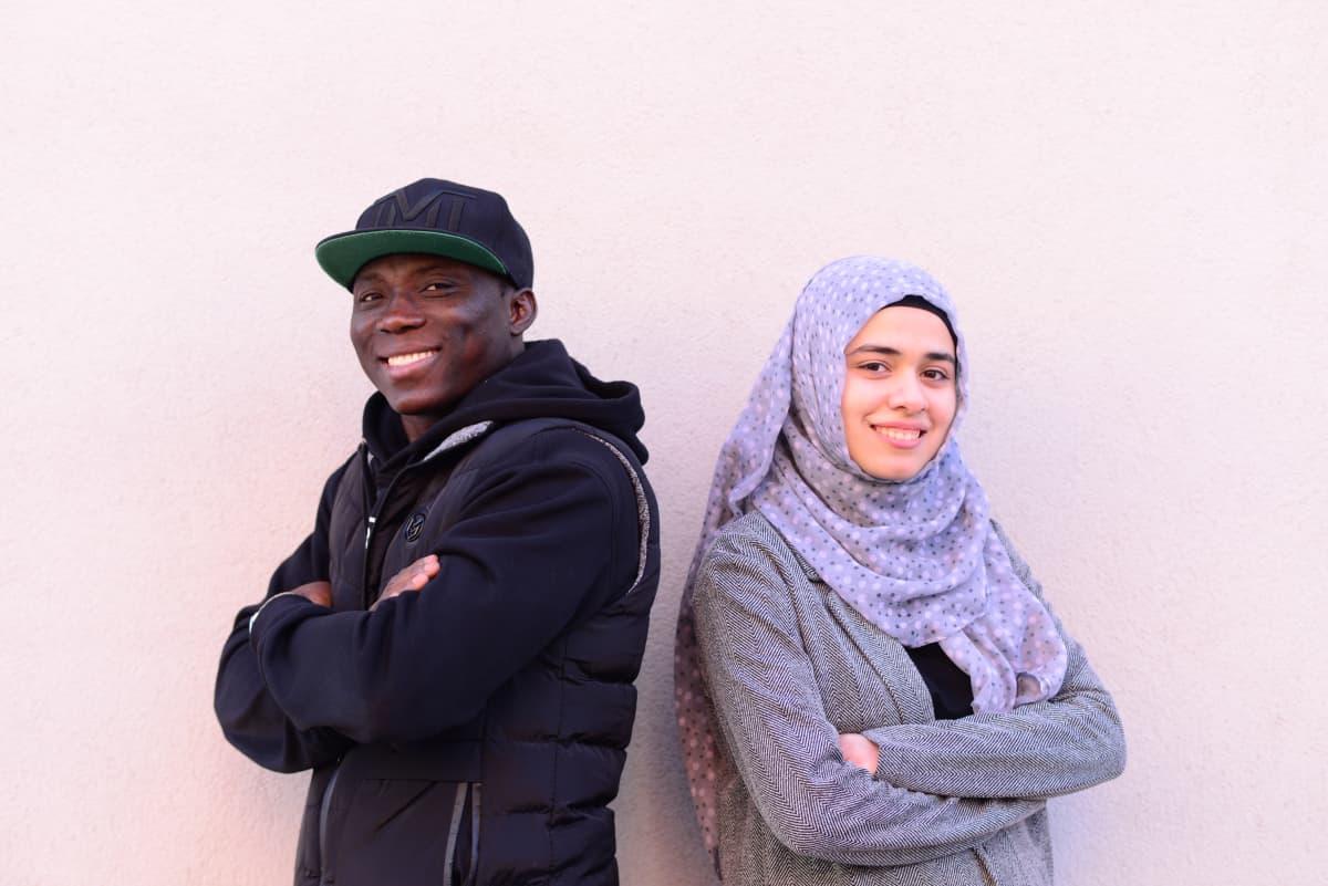 Vuoden 2019 pakolaismies Nourdeen Toure ja vuoden pakolaisnainen Rand Mohamad Deeb.
