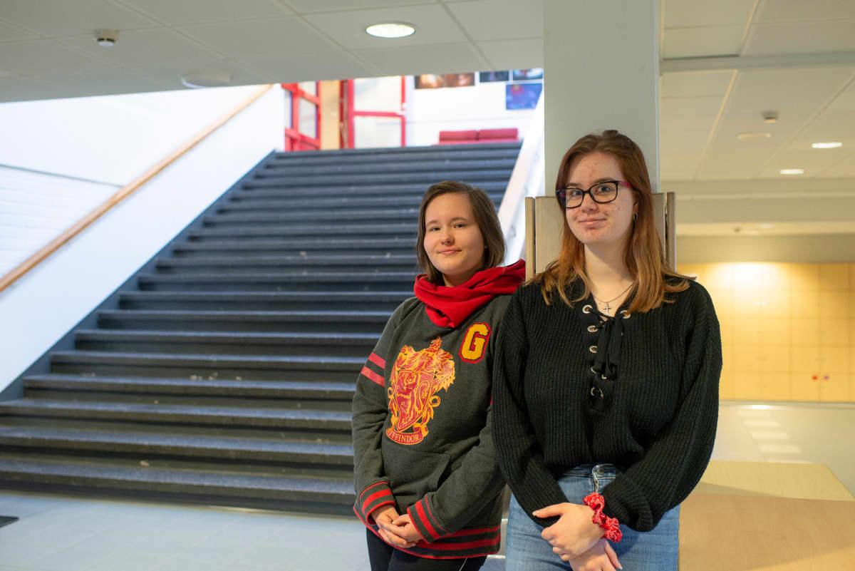 Kuvassa Ella Nielsen ja Jemina Mård