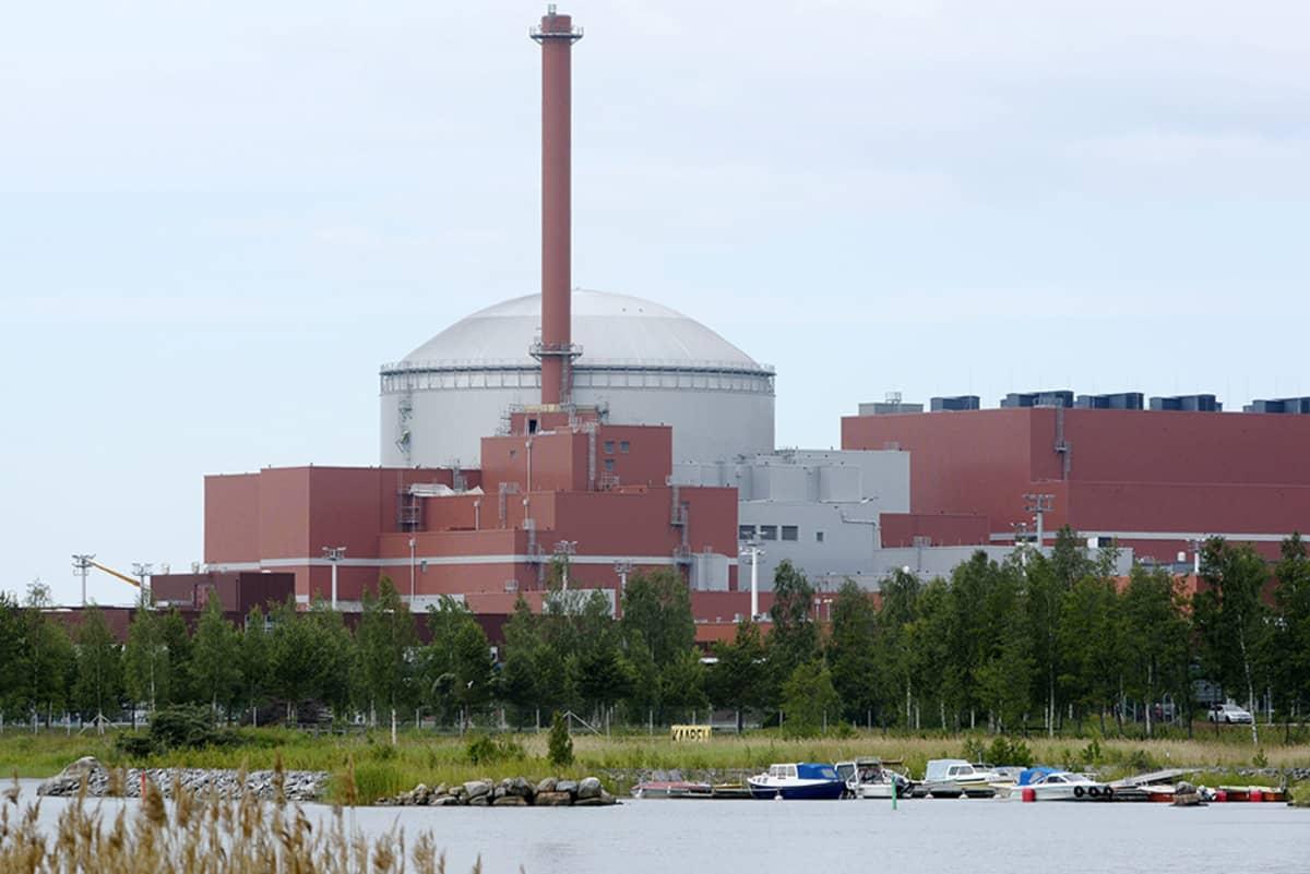 Olkiluoto 3 ydinvoimalaitosyksikkö Eurajoen Olkiluodossa 1. heinäkuuta 2014.