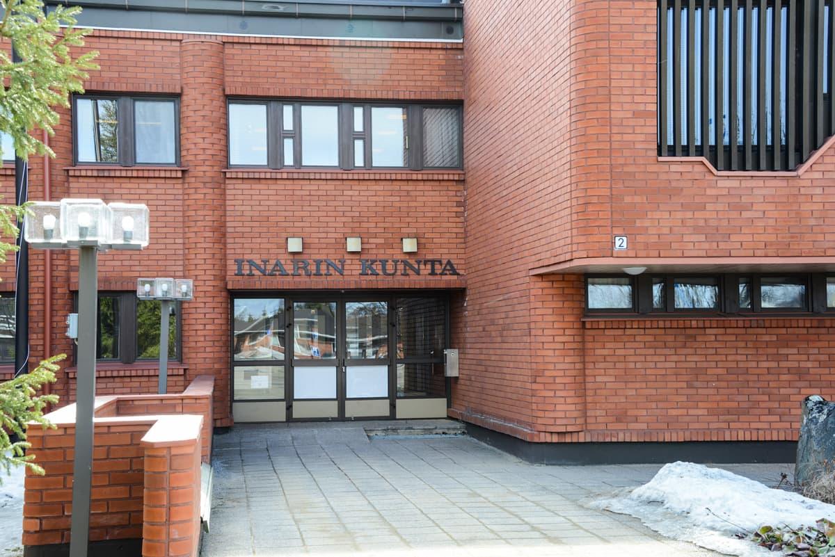Inarin kunnantalon sisäänkäynti