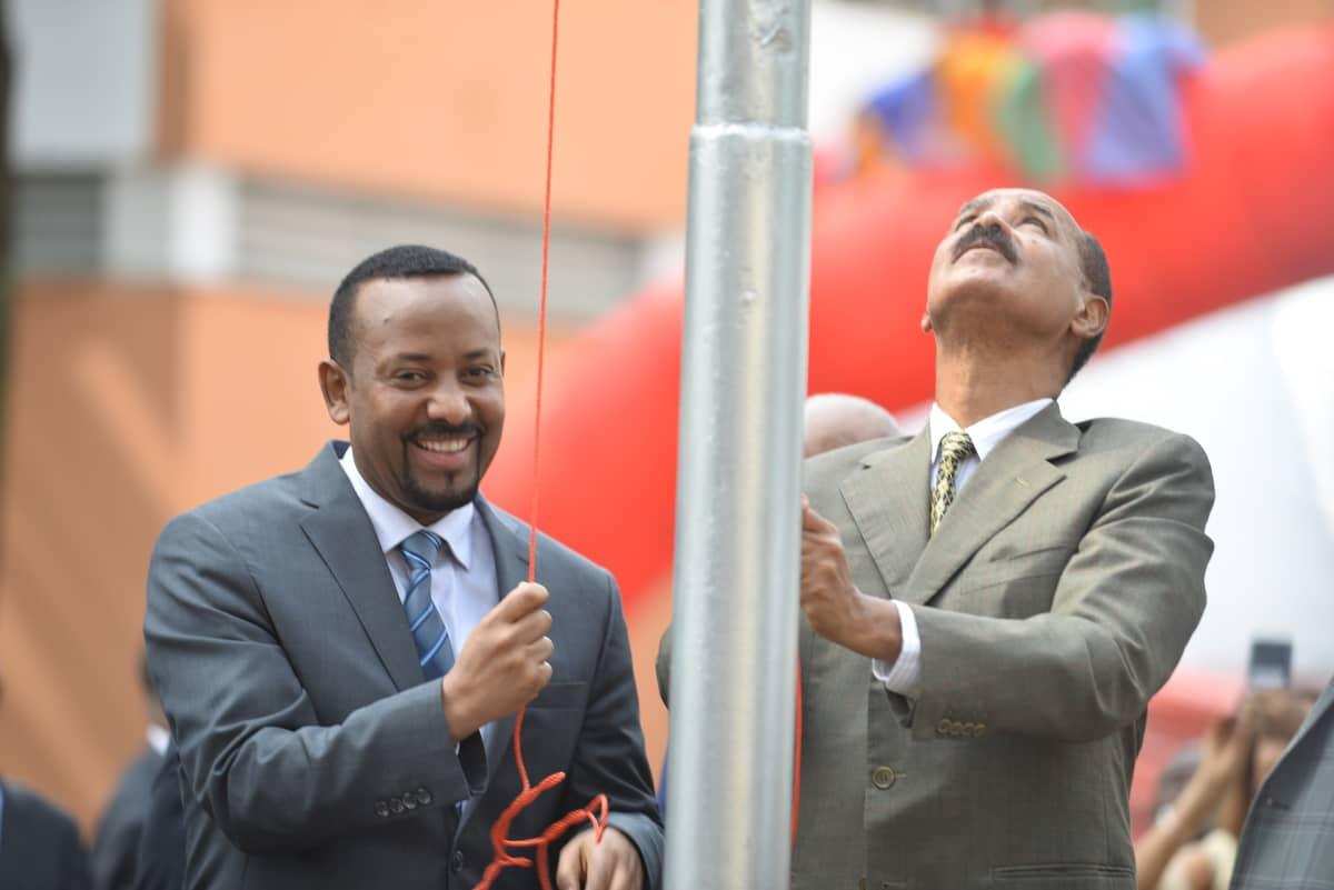 Etiopian ja Eritrean johtajat hinasivat lippua salkoon