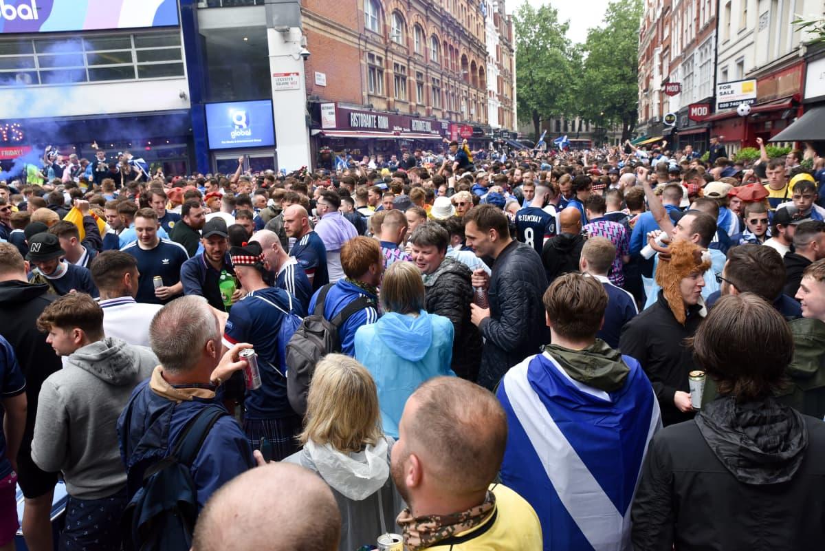Skotlantilaisfanit Lontoossa