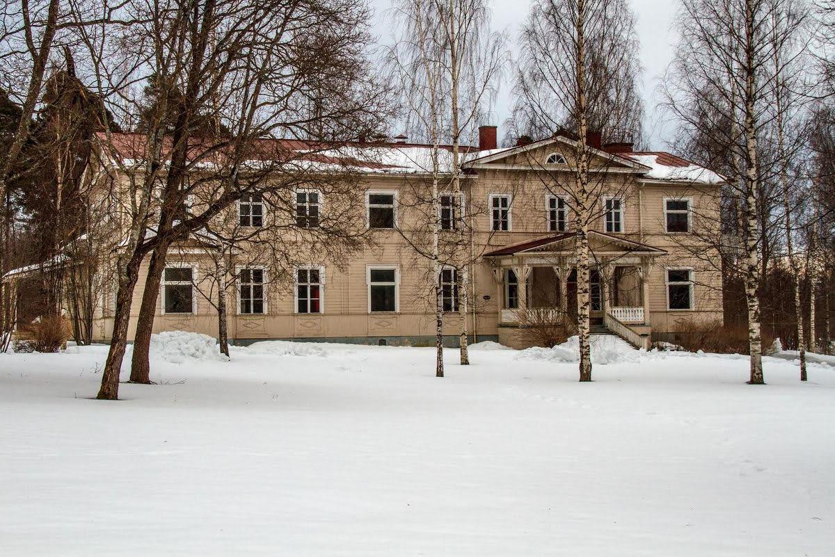 Virkamiesklubi Varkauden Päiviönsaaressa.