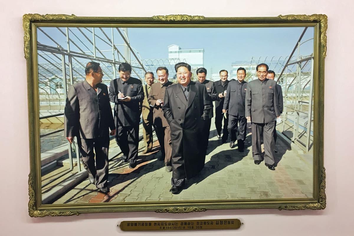 Maan johtajan Kim Jong-unin vierailun jälkeen työntekijöiden palkat nostettiin 20-kertaisiksi.