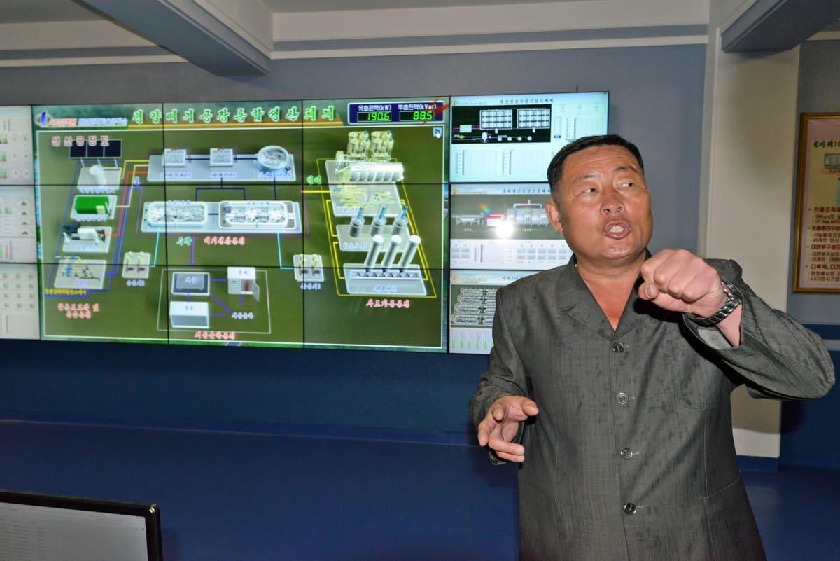 Pjongjangin kalanviljelylaitoksen toimintaa havainnollistetaan näyttävällä prosessikaaviolla.