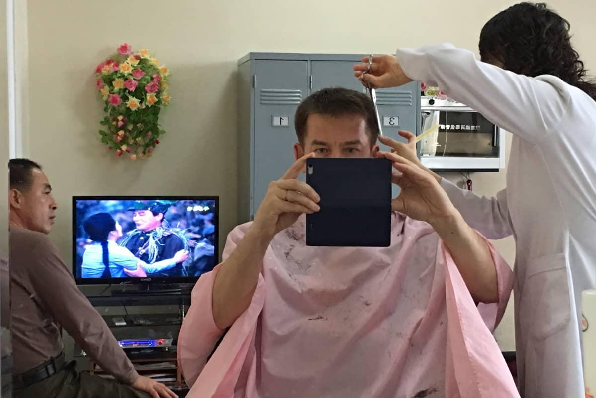 Changgwangin parturissa asiakkaita viihdytettiin sotaelokuvalla.