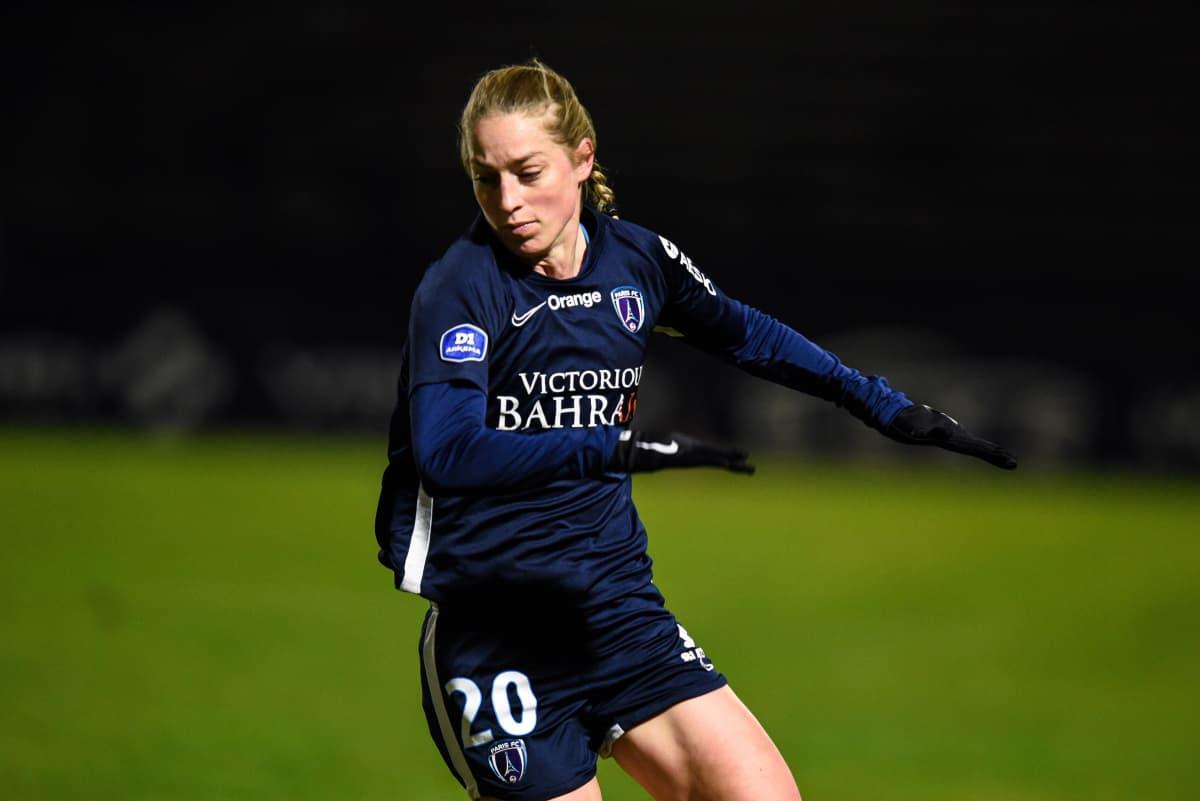 Linda Sällström i Paris FC-tröjan.