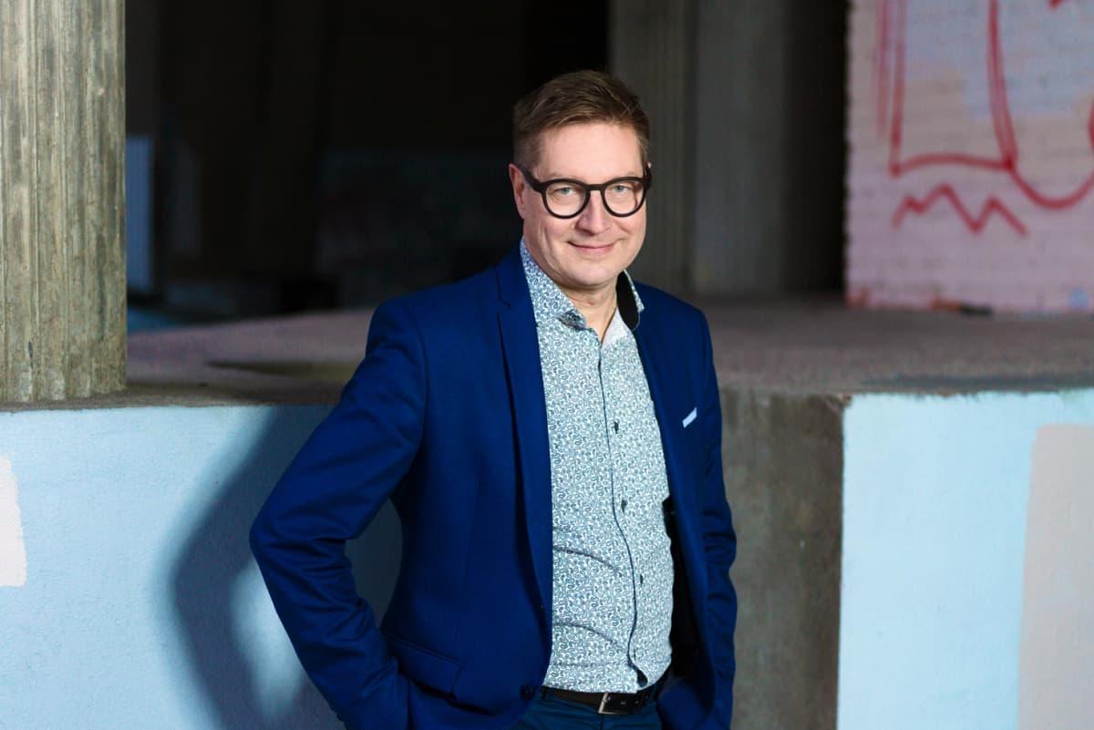 Kuvassa on Jari Perkiömäki.