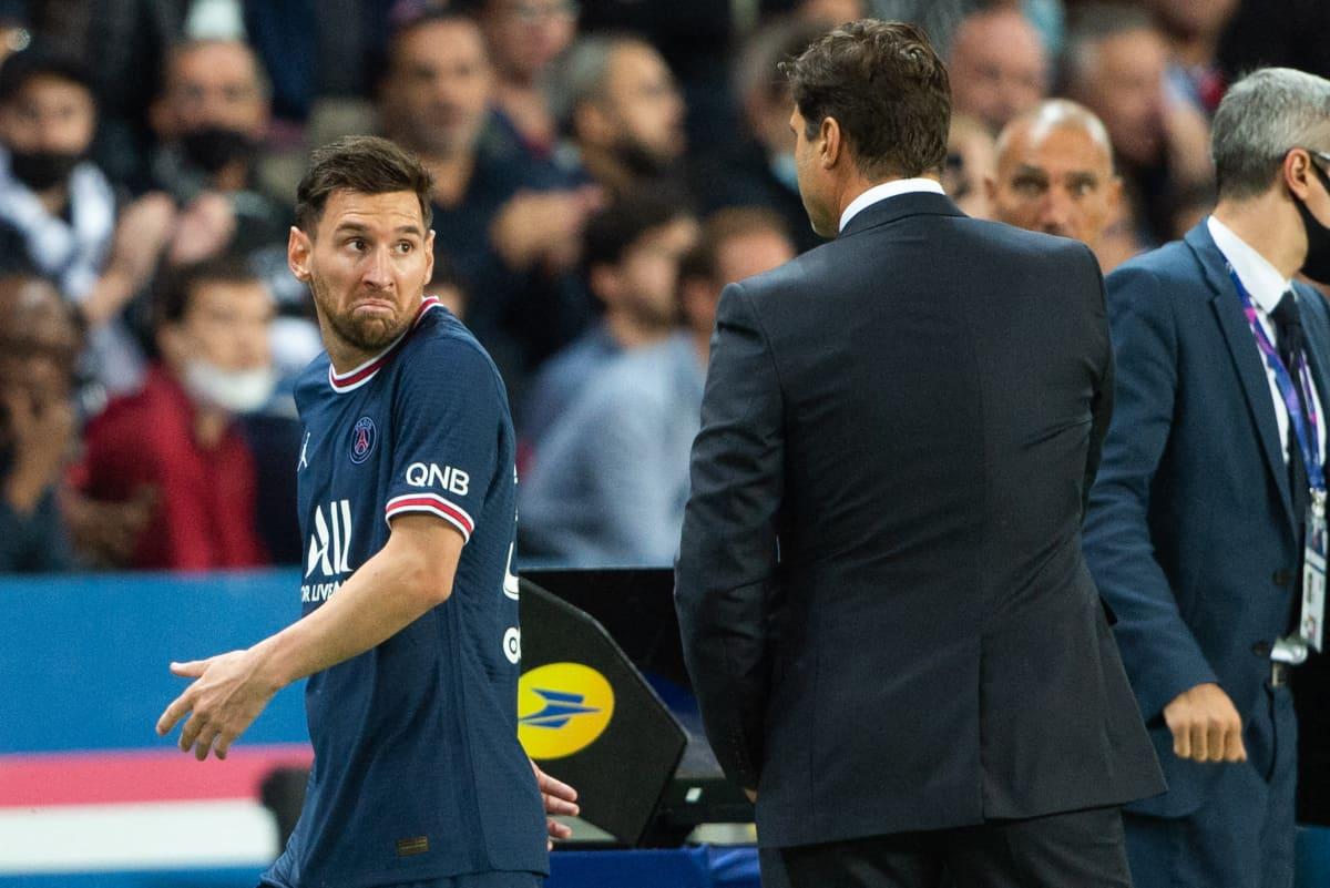 Lionel Messi tulee pois kentältä pettyneenä