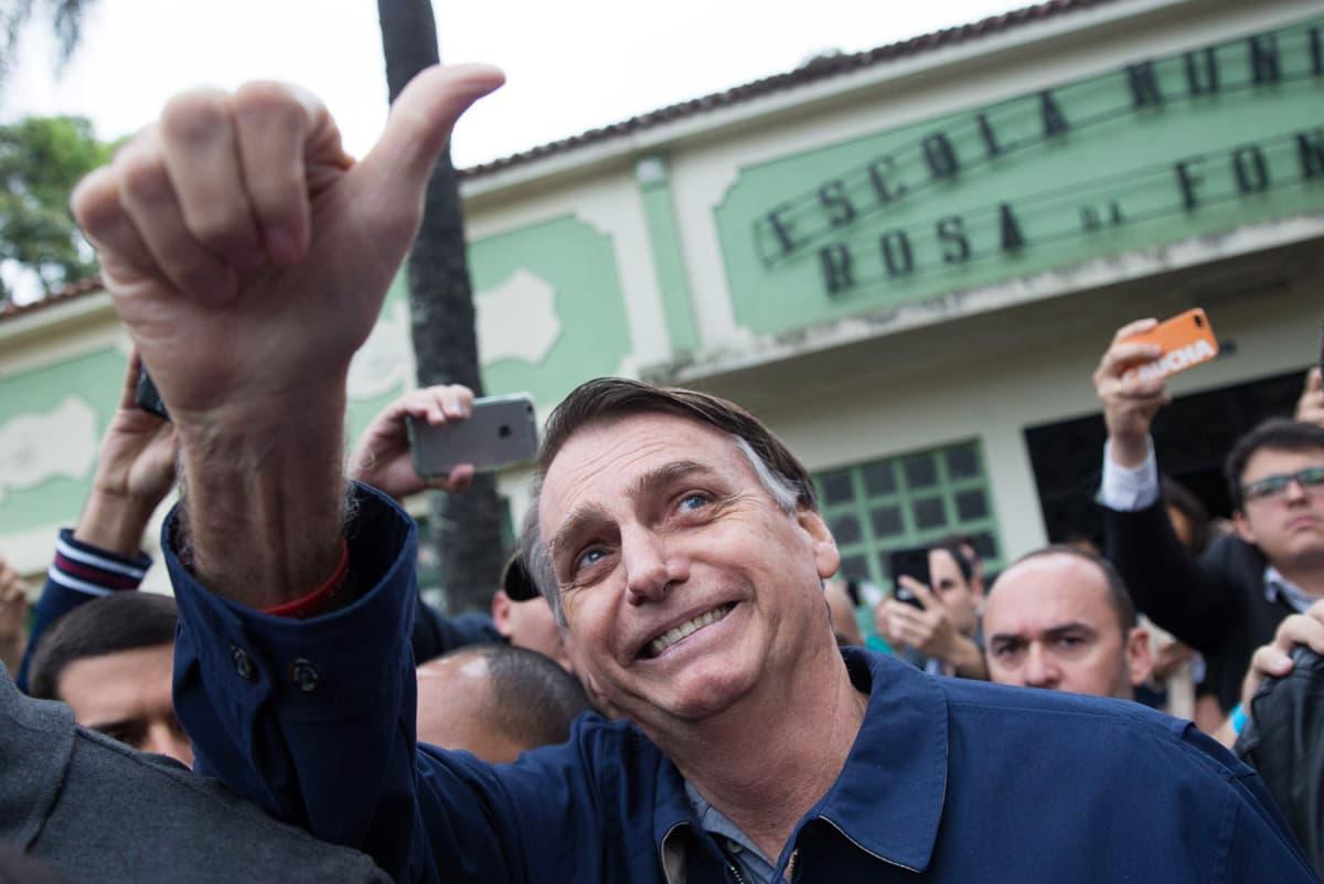 Jair Bolsonaro äänestämässä Rio de Janeirossa 7. lokakuuta.