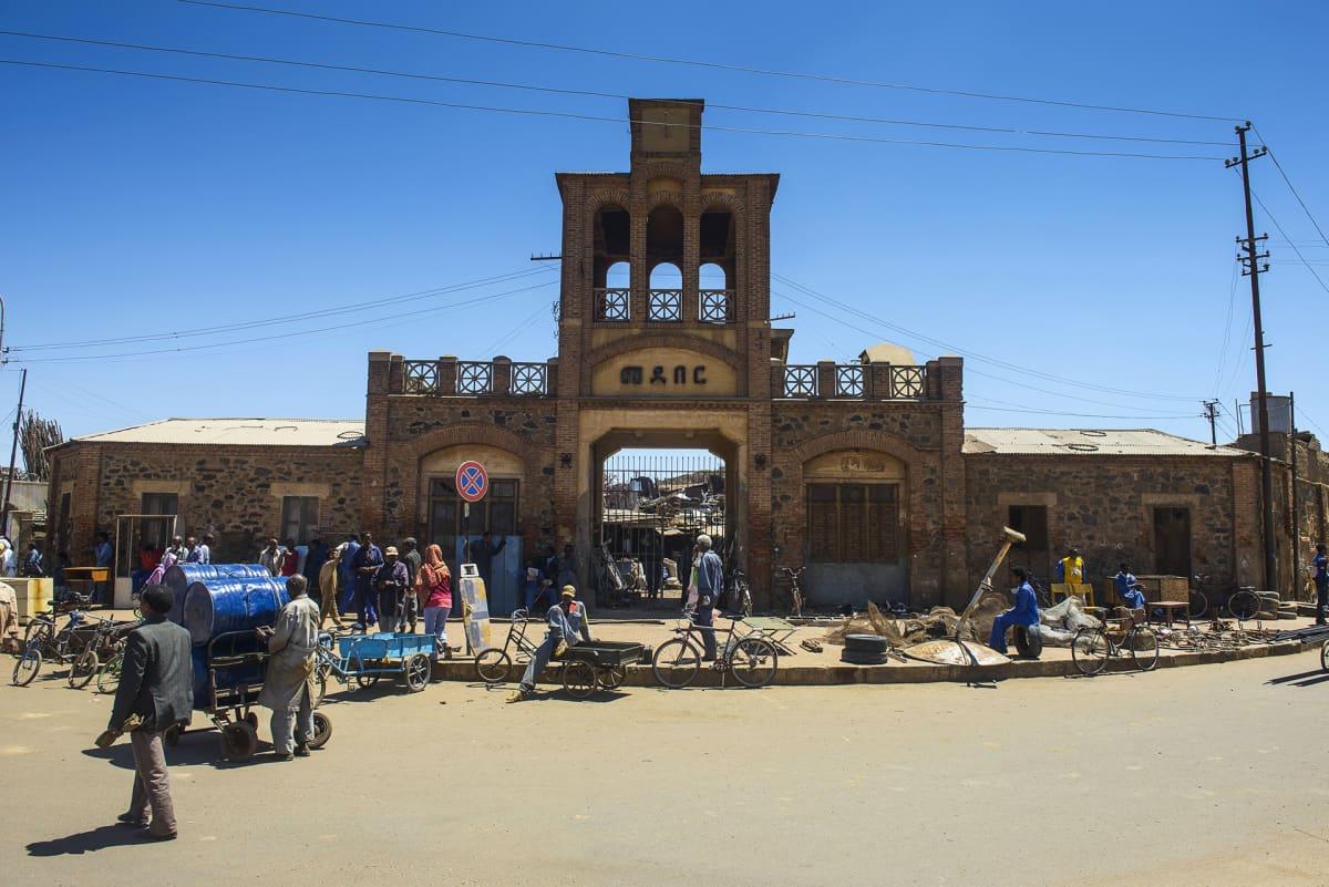 Medebarin torin sisäänkäynti Asmarassa.