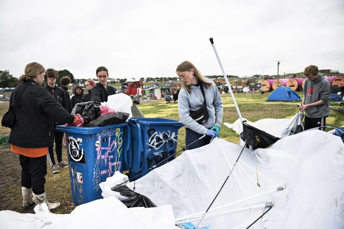 Roskildessa festivaaliyleisö voi osallistua myös siivoamiseen.