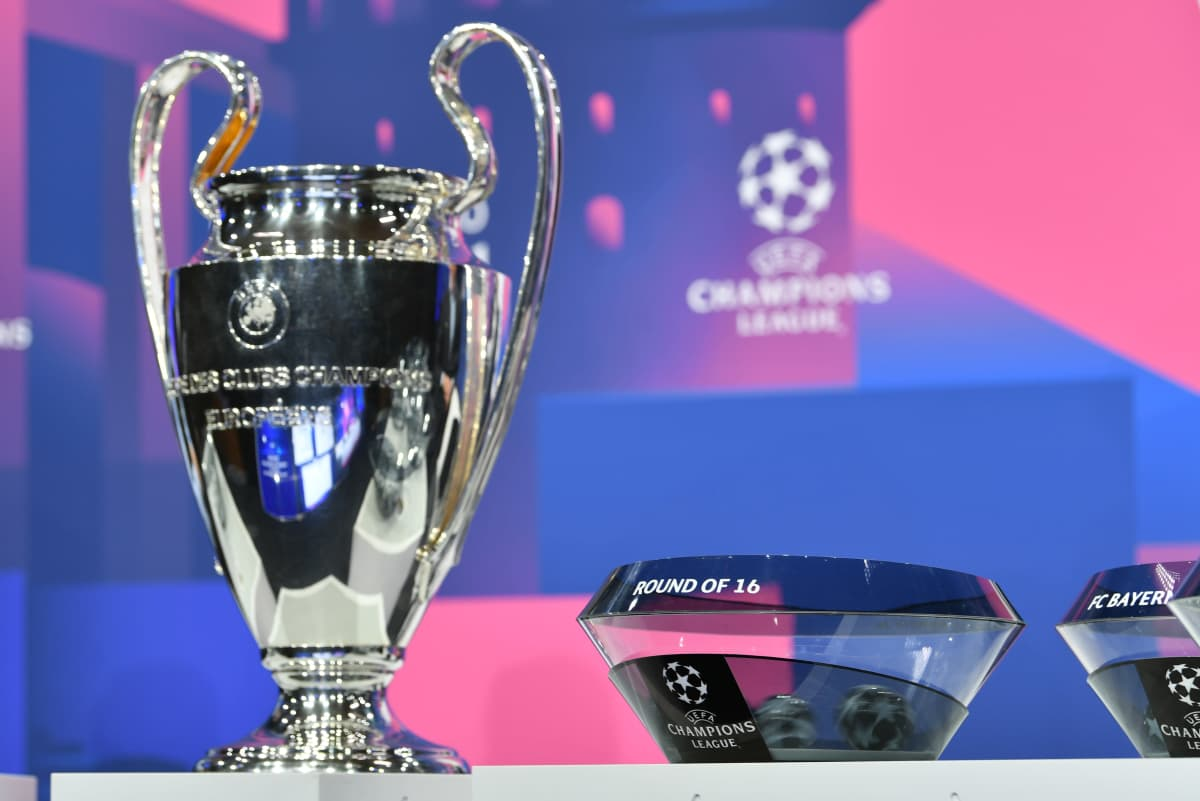 Champions League-bucklan i förgrunden av lottningen.