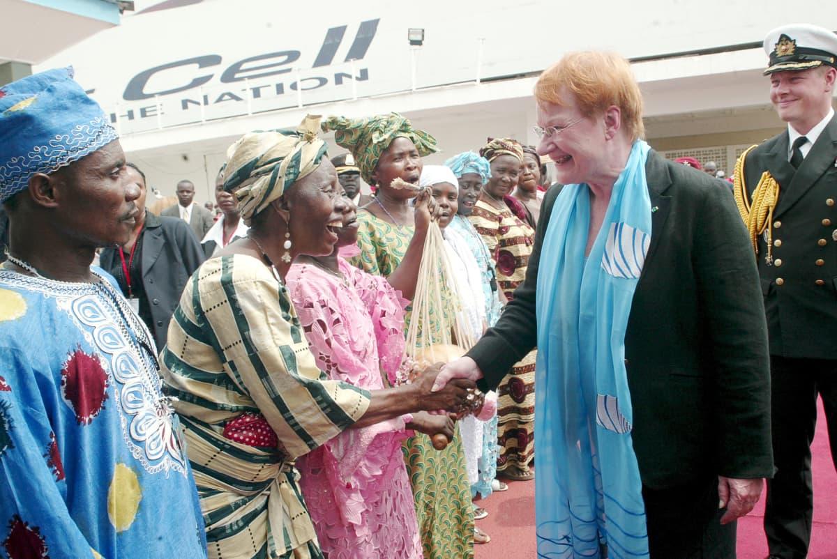 Tarja Halonen vierailee Liberiassa.