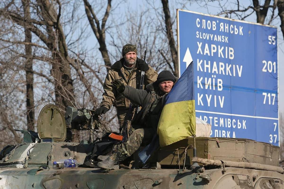 Ukrainalaisten tarkastuspiste lähllä AArtemivskin kylää.