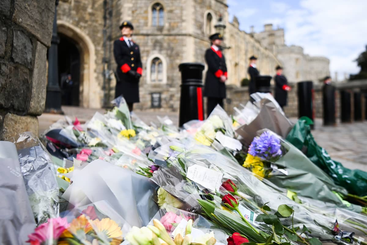 Kukkakimmpuja Windsorin linnan edessä.