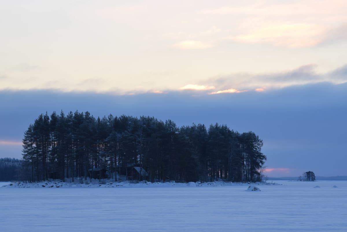 Talvinen saari.