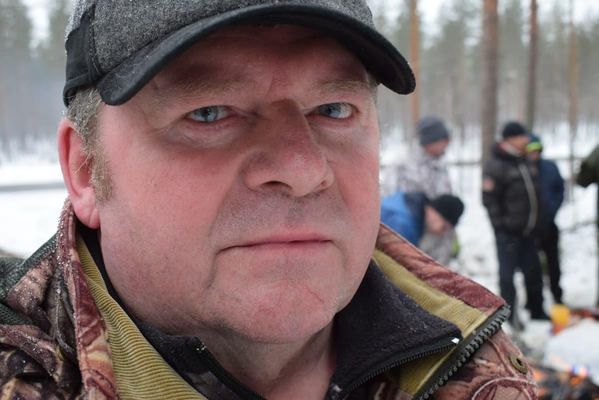-Kaavilla sudet tappoivat viime syksynä neljä metsästyskoiraa. Raadeltuja on sen lisäksi muutama, kertoo Matti Tolppanen.