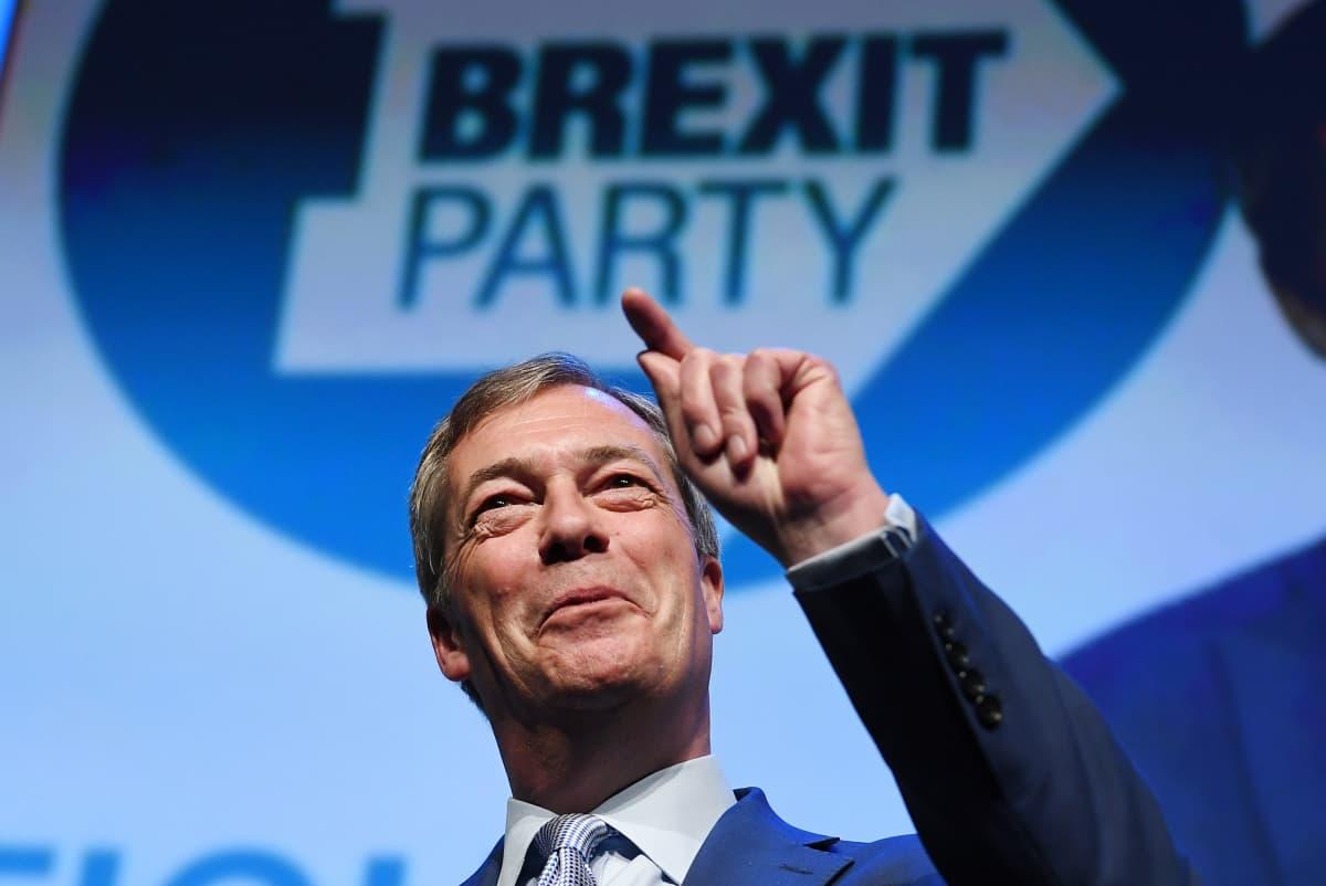 Nigel Farage puhuu Brexit-puolueen eurovaalitilaisuudessa Birminghamissa 13. huhtikuuta.