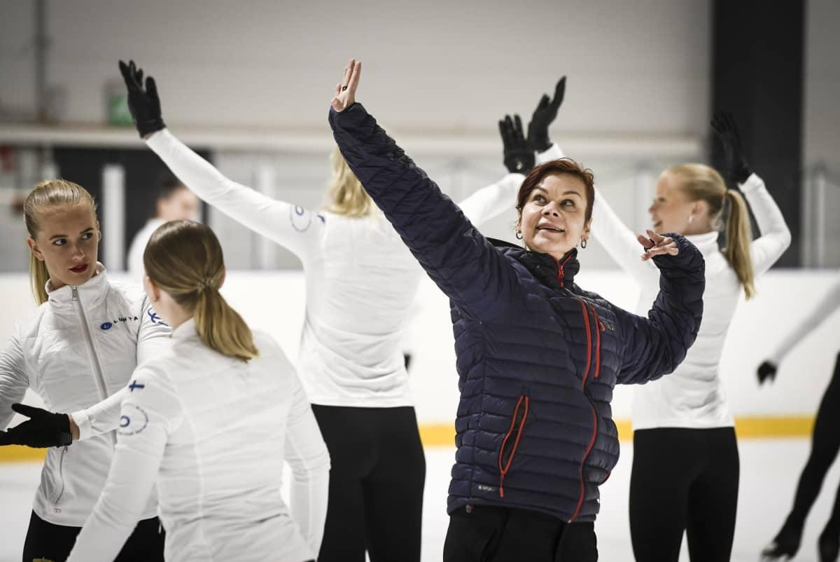 Koreografi Reija Väre Rockettesin harjoituksissa.