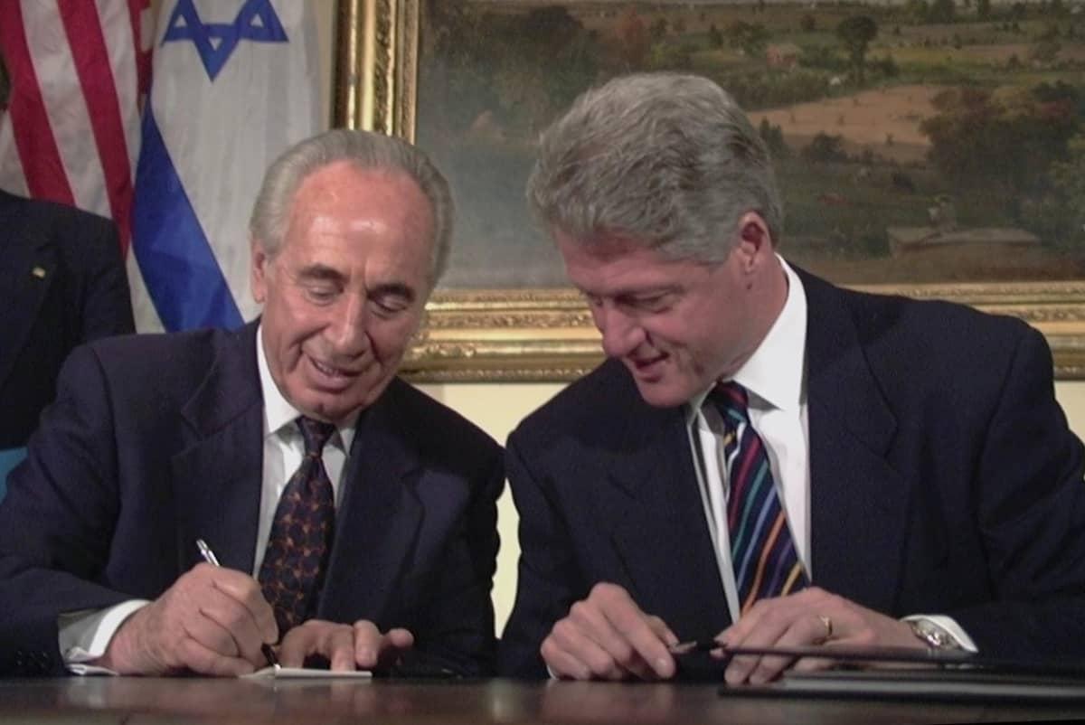 Shimon Peres ja Yhdysvaltain presidentti Bill Clinton huhtikuussa 1996.