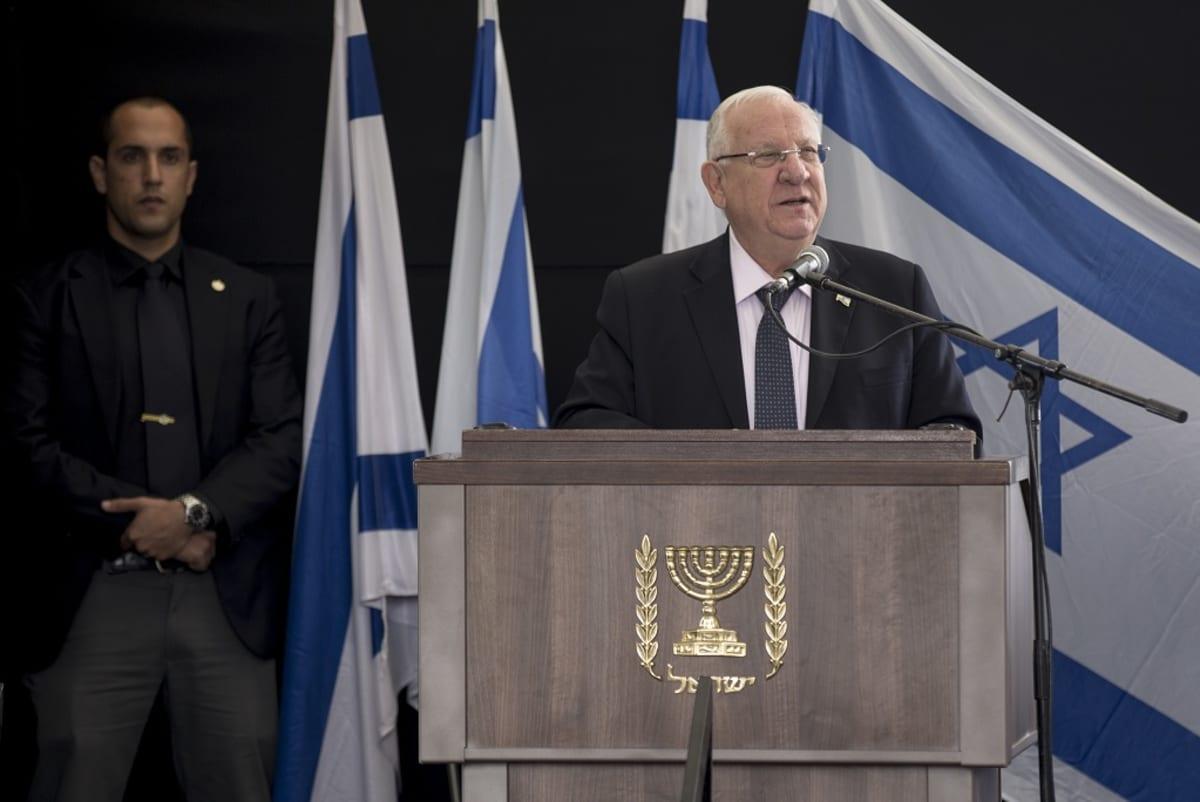 Israelin presidentti Reuven Rivlin puhujapöntössä Jerusalemissa marraskuussa 2016.
