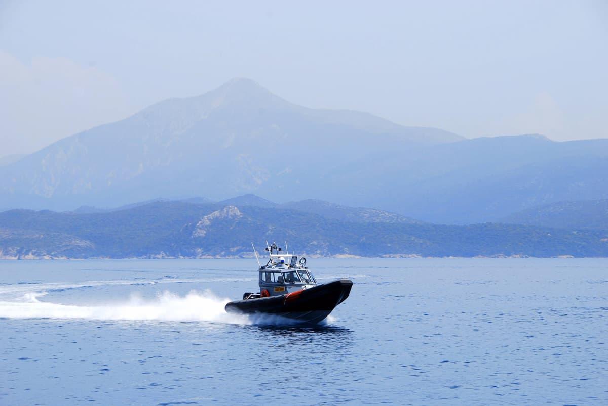 Rajavartiolaitoksen partiovene partioimassa Kreikan ja Turkin välisellä merialueella.