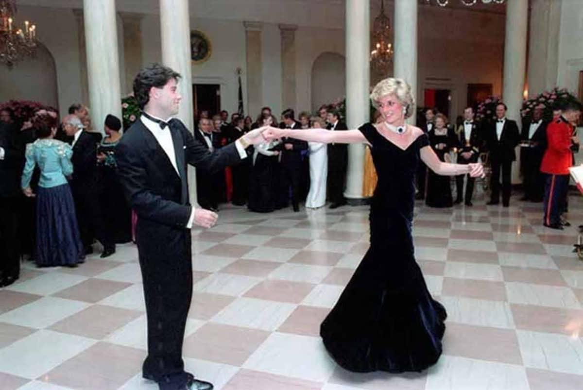 John Travolta ja prinsessa Diana tanssivat.