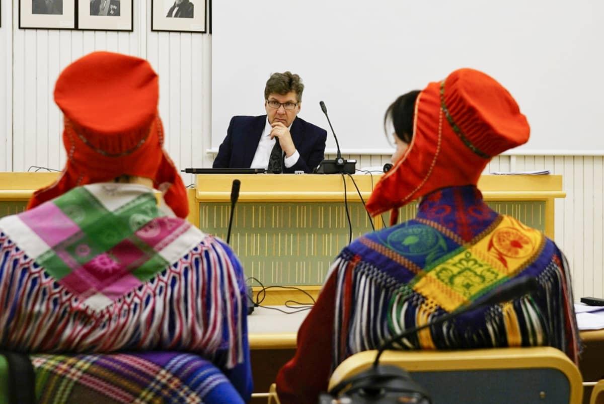 Kuva Tenon luvattoman pyynnin käräjistä Utsjoella 14.2.2019. Kuvassa käräjätuomari Esko Hohti.