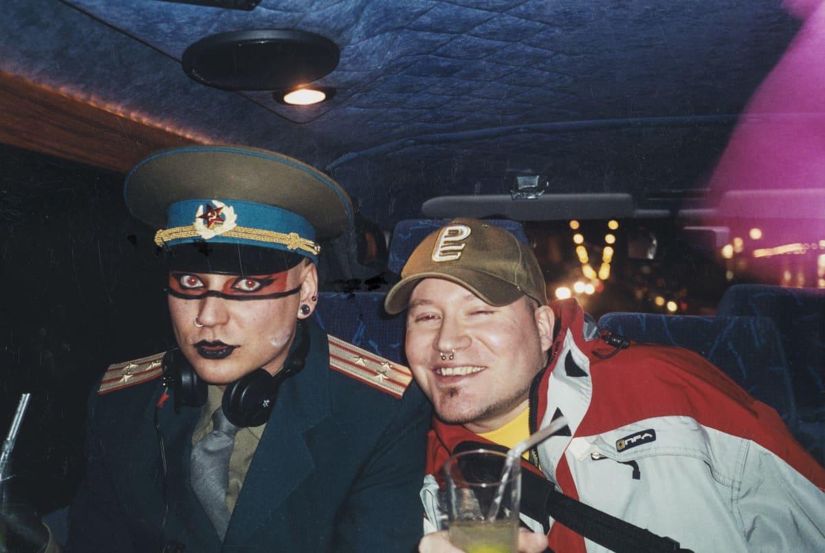 Jarkko Ojanen ja Pietari Kaakkomäki taksissa.