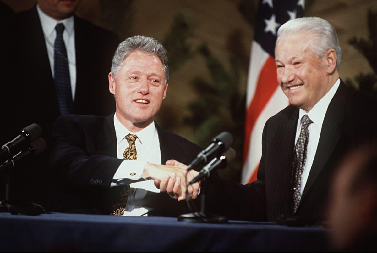 Yhdysvaltojen presidentti Bill Clinton ja Venäjän presidentti Boris Jeltsin.